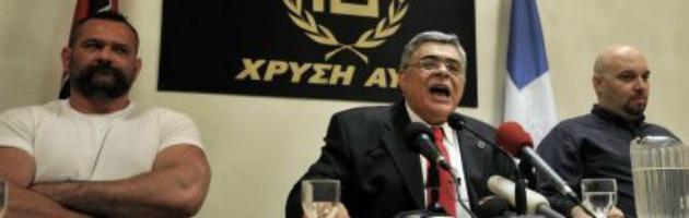 Atene, deputato di sinistra aggredito allo stadio da membri di Alba Dorata