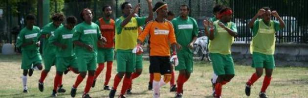 Karim e gli altri, dal calcio alla strada per colpa di agenti senza scrupoli