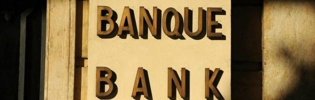 """Crisi, un bancario: """"Ci ordinano di fare meno mutui possibile, in tutti i modi"""""""