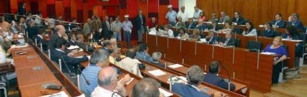 Napoli, i consiglieri promettono gettone per i terremotati. Ma la metà non lo versa