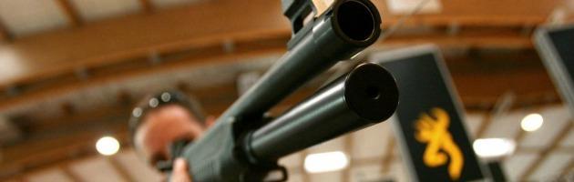 Usa, pistole e kalashikov da comprare online. Anche senza porto d'armi