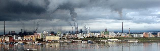 """Ilva sequestrata: """"Disastro ambientale"""". Taranto paralizzata da 8mila operai"""