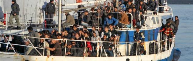 Bari, fermato peschereccio con 127 uomini egiziani e palestinesi