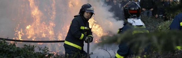 Incendio a Olbia, case evacuate e aeroporto chiuso fino alle 16