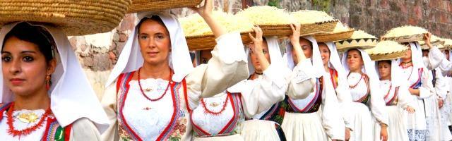 Mangiare in Sardegna: un vademecum per affrontare le sagre di paese