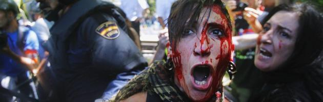 Madrid, i minatori contro la polizia dopo i tagli di Rajoy: 7 arresti e 70 feriti