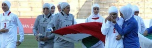 Fifa, via libera al velo per le calciatrici musulmane. Ma la Francia dice no