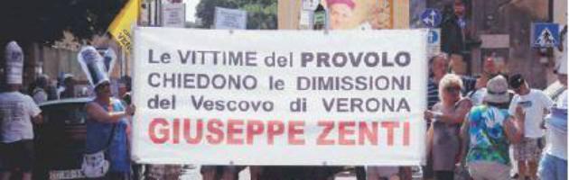 """Verona, marcia per non dimenticare gli abusi dei preti pedofili """"Vescovo si dimetta"""""""