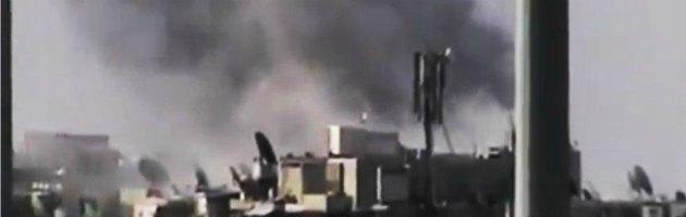 Siria, ribelli bombardano aeroporto di Aleppo. Conquistata frontiera con Iraq