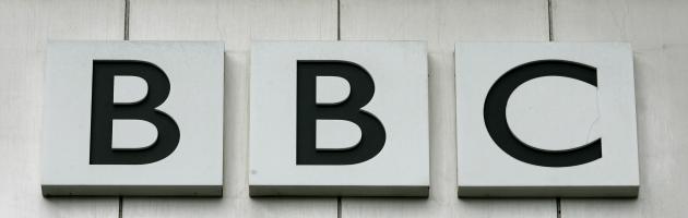 """""""Piscia sull'industria inglese"""", il ministro del Lavoro Uk attacca la Bbc"""
