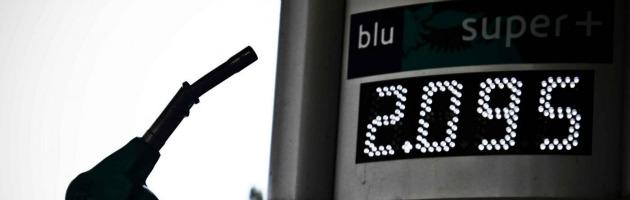 """Caro-benzina da record nel 2012. """"Stangata da 650 euro ad automobilista"""""""