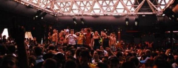 Overdose per due ragazzi al Cocoricò, ma il Comune gli appalta le feste