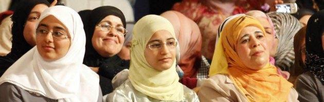 """Tunisia, in migliaia contro bozza di legge su """"complementarità dei sessi"""""""