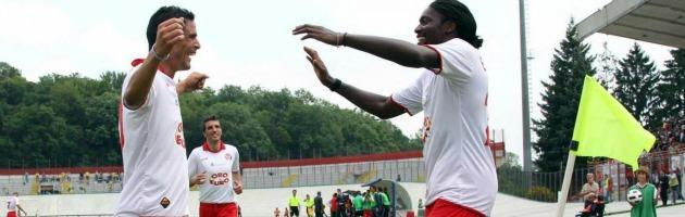 Varese, insulti razzisti dai suoi tifosi: l'attaccante nigeriano segna e li zittisce