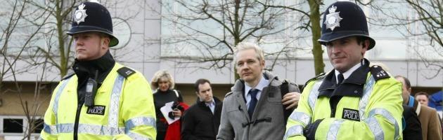 Assange, battaglie legali e fuga infinita. Ma il Regno Unito lasciò andare Pinochet