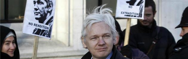 """Assange, l'Ecuador concede l'asilo. """"Rischia di essere un perseguitato"""""""