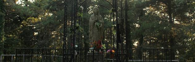 """Girifalco, targa per i """"martiri fascisti"""" sotto la statua della Madonnina"""