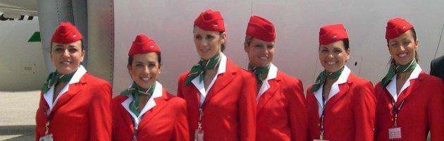 Cantano e ridono dopo il lavoro in Arabia, due hostess di Meridiana fly sospese