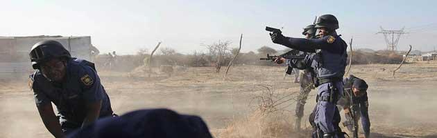 Sudafrica, polizia spara su minatori in sciopero: trentaquattro morti