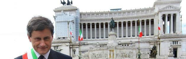 """Omofobia, sindaco Alemanno su Twitter risponde a Vendola: """"Offende Roma"""""""