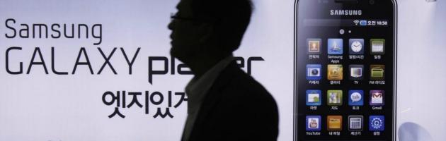Apple, 'guerra' contro Samsung: dopo i brevetti chiede il ritiro degli smartphone