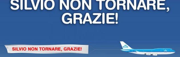 """""""Silvio non tornare"""", colletta di facebook risponde allo striscione aereo pro B."""