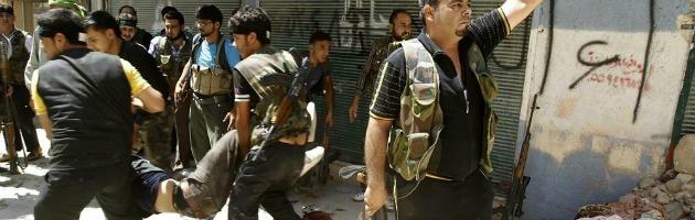 """Siria, gli insorti: """"Ieri 440 morti"""". Assad: """"Sventeremo il complotto"""""""