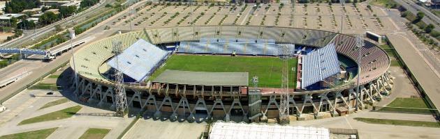 La Lega calcio impone al Cagliari di giocare a Trieste. E la squadra minaccia lo sciopero