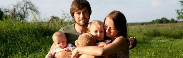 """Dall'Est Europa al Centro America con due bebè, ecco """"Family without borders"""""""