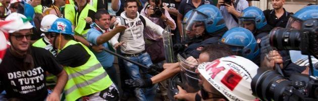 Alcoa, il ministero: rallentata la chiusura. Tensione e feriti tra polizia e operai