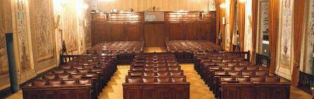 Voto in Sicilia, un esercito d'inquisiti in lista. Dal falso in bilancio alla corruzione