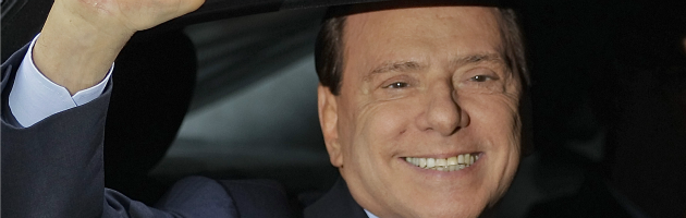 """Berlusconi promuove Renzi e attacca Grillo: """"Fa ancora il comico"""""""