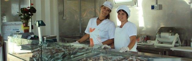 """Nata la prima società di pesca al femminile: """"Le donne in mare portano bene"""""""