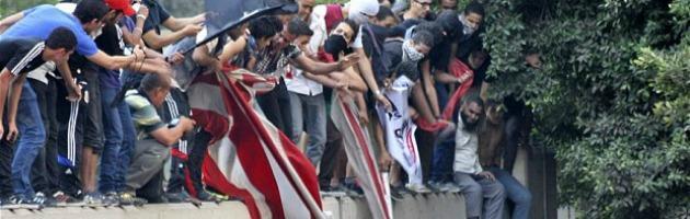 Egitto, proteste contro il film sull'Islam: mille in piazza, bandiera Usa strappata