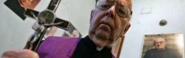 """Il parroco durante la messa: """"La nostra chiesa infestata dal demonio"""""""