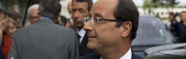 Francia: tour de force per Hollande, stretto tra crisi e sondaggi a picco