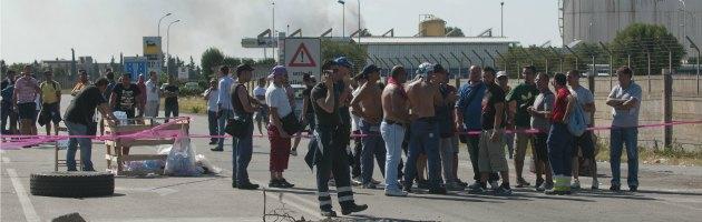 Ilva, operaio muore nell'area portuale. Lavori sospesi, sindacati in agitazione