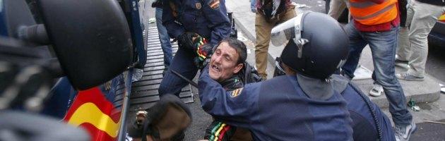 Spagna, indignados in piazza contro l'austerity chiedono dimissioni di Rajoy