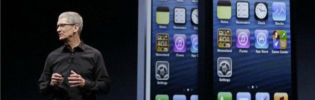 iPhone 5, il nuovo telefono stenta e Apple cala in borsa. È finita la magia?