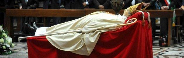 Martini, i funerali in Duomo. Oltre 200 mila persone alla camera ardente