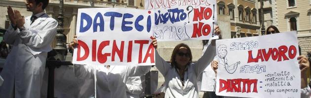 Medici a partita Iva, infermieri a termine: la precarietà va anche in ospedale