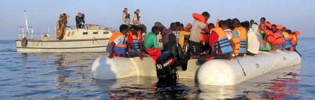 """Sbarchi Lampedusa, migranti aggrappati a gabbia dei tonni: """"Sette di noi sono morti"""""""