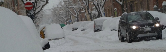 """Piano neve a Bologna: """"Spaleremo solo con 10 centimetri. Meglio usare il bus"""""""