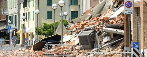 Terremoto gli demolirono la casa senza motivo resta anche senza aiuti il fatto quotidiano - Casa senza fondamenta terremoto ...