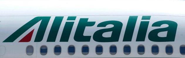 """Sindacati: """"Alitalia ha sospeso i 690 esuberi e ha aperto al confronto"""""""