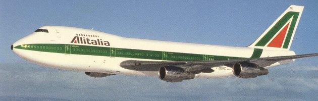 """Alitalia, nuovo piano industriale: 690 esuberi. """"Così risparmieremo 30 milioni"""""""