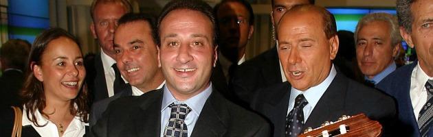 Ruby, Berlusconi compra casa dai testimoni: Apicella e il pianista di Arcore