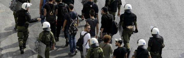 Grecia, scontri tra polizia e manifestanti ad Atene: un morto