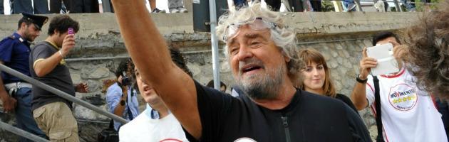 """Grillo contro Renzi: """"Ebetino di Firenze e carrierista, fai il sindaco e basta"""""""