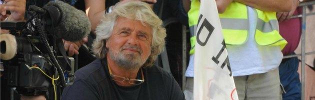"""Grillo sul ritorno in campo di Berlusconi: """"Risorto prima dei tre giorni"""""""